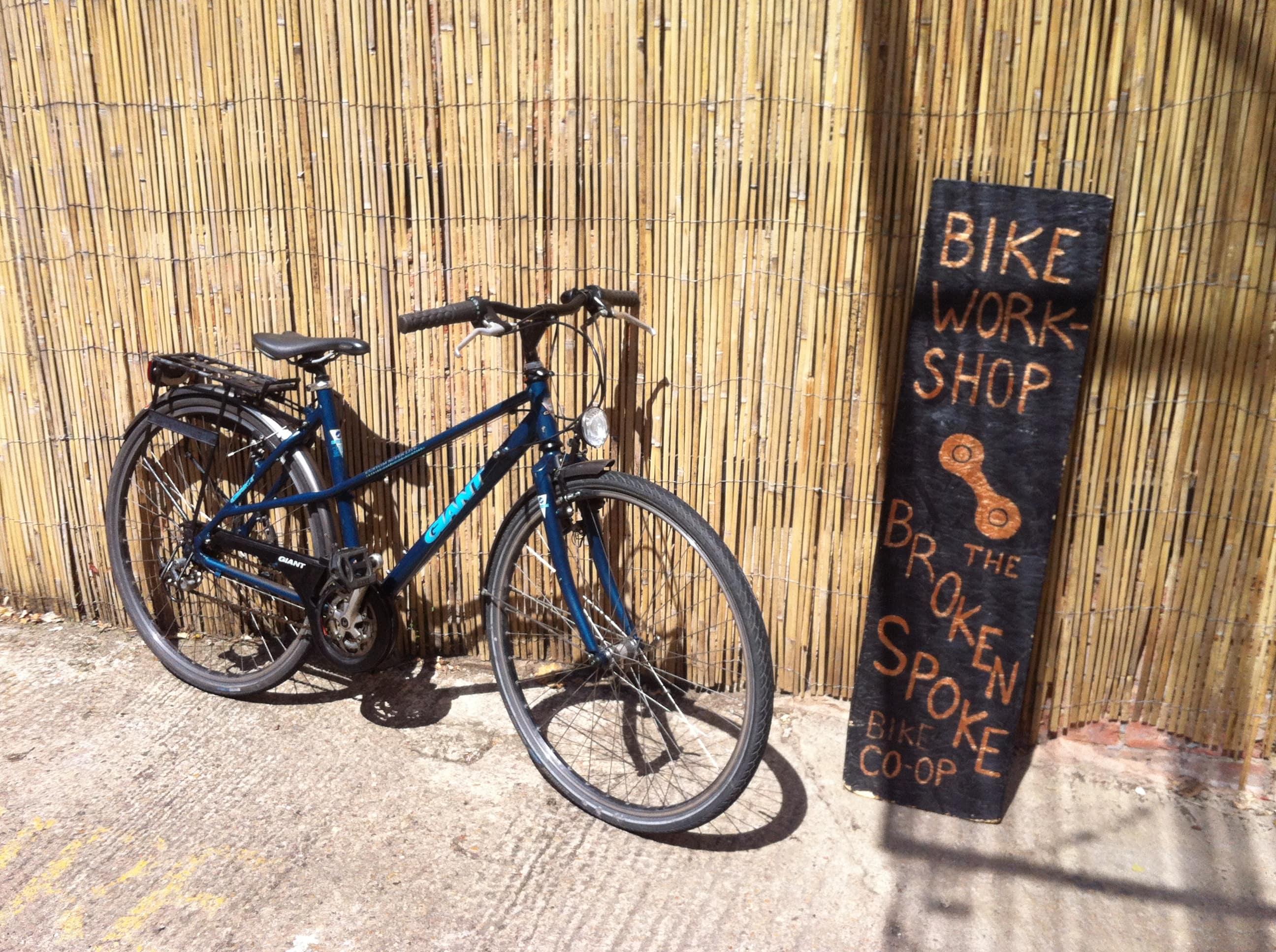 Giant Custom Super Lite, 50cm, mixte town-bike with dynamo lights + rack + mudguards + sidestand